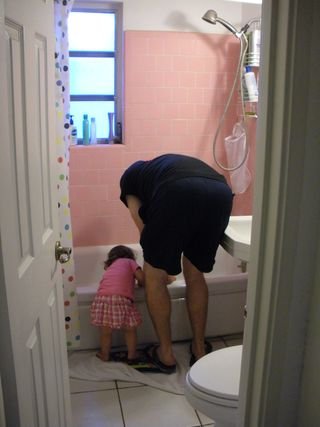 Daddy and Emmy get tubby-time ready... Daddy's good side